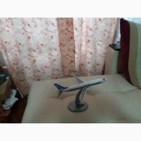 Продам модель самолета Боинг 737 масштаб 1:144