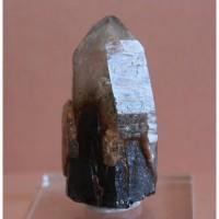 Сросток кристалла горного хрусталя с дымчатым кварцем