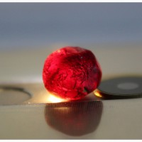 Родолит, цельный кристалл, ограночное качество