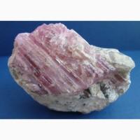 Розовый турмалин на кварце