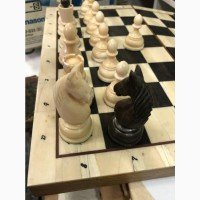 Шахматные фигуры из зубов кита касатки и шахматная доска из клыка моржа и мореного дуба