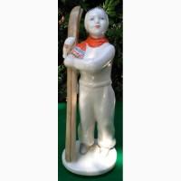 Фарфоровая статуэтка Девочка лыжница, ЛФЗ, 1950 годы