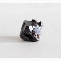 Куприт, октаэдрический кристалл
