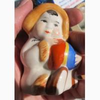 Фарфоровая статуэтка Девочка якутка с мячом, ссср