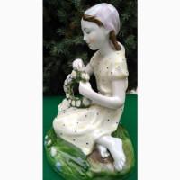 Фарфоровая статуэтка Девочка с цветами, фарфор ЛФЗ, 1950 год, авторская