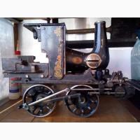 Модель паровоза, сварена из частей швейных машинок, авторская работа