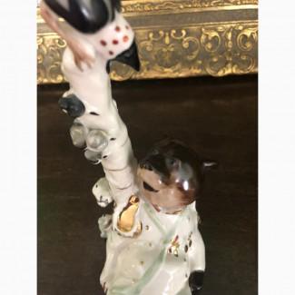 Фарфоровая статуэтка Медведь на воеводстве ЛФЗ 1950-60 годы