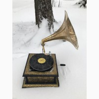 Граммофон механический в золотом корпусе