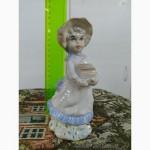 Фарфоровая статуэтка Девочка. Испания! Состояние Люкс