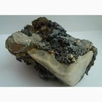 Пирит, кальцит, геденбергит (?), лимонит