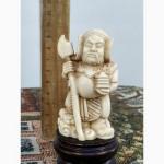Символическая статуэтка Мудрец. Искусственная кость. Резьба. Красное дерево