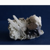 Сросток кристаллов галенита, кварца, пирита и кальцита